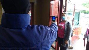 Vanzatorii si clientii de la Piata Obor vor fi verificati daca au temperatura